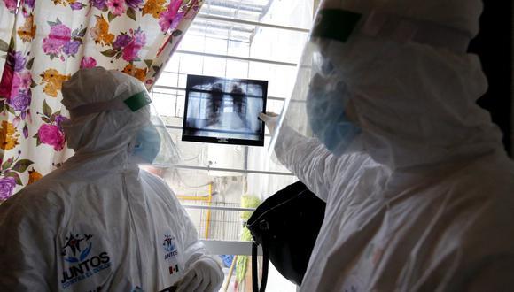 La mutación que surgió en Sudáfrica y Brasil se ha asociado con la disminución de la neutralización del virus hasta diez veces, por lo que el virus podría ser resistente a las vacunas y a las terapias con anticuerpos. (Foto: ULISES RUIZ / AFP)