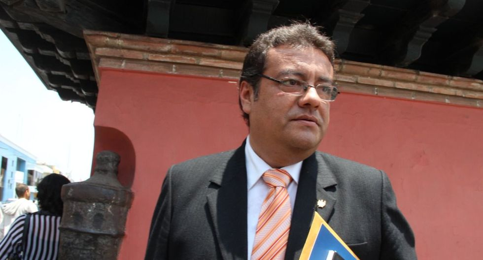 Carlos Mattos dice que esperará la decisión del gobernador Manuel Llempén sobre su continuidad en el cargo. (Foto: Alan Benites)