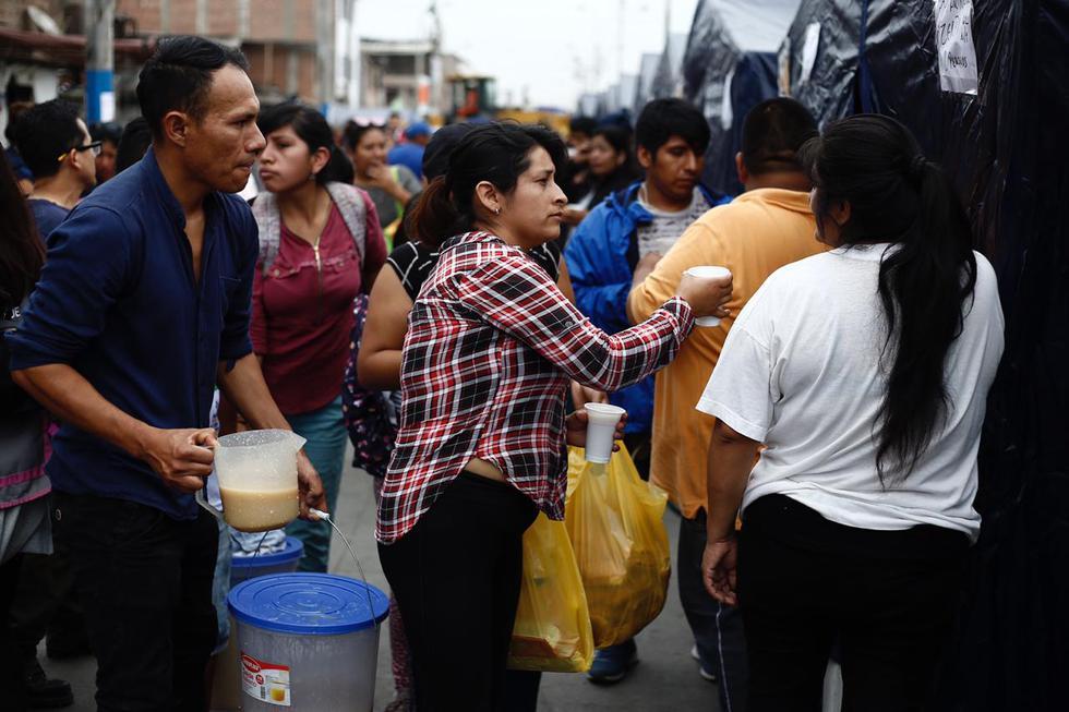 Víctimas del incendio en VES reciben ayuda. Foto: Gonzalo Córdova