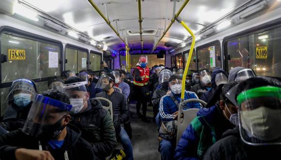 Los usuarios del transporte urbano deberán usar protector facial y mascarilla. (Foto: GEC)