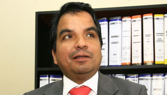 Siguen cuestionando al procurador Julio Arbizu (USI)