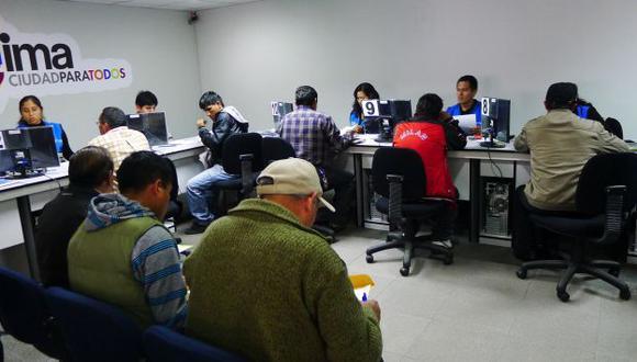Taxistas realizan formalización en las oficinas del Setame. (Andina)