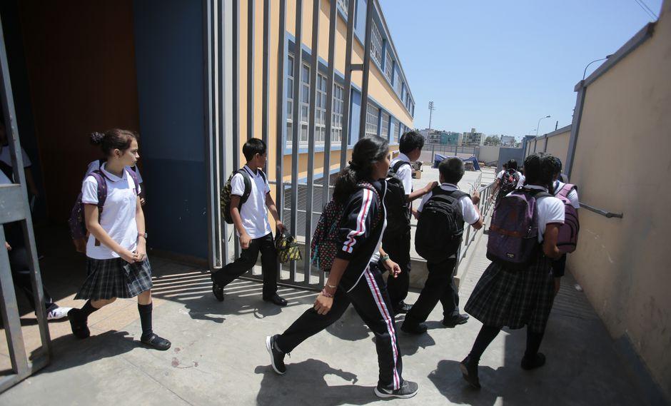 """La medida se toma a fin de """"garantizar el correcto servicio"""" de los colegios tras el corte de agua por tres días. (Foto: Hugo Pérez)"""