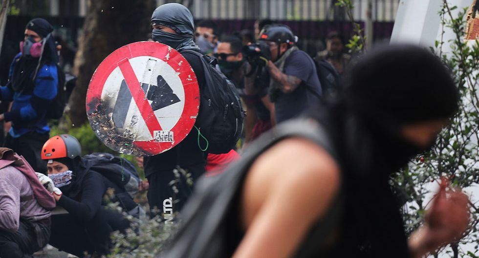 Las protestas sociales en Santiago de Chile no cesan. (Foto: EFE)