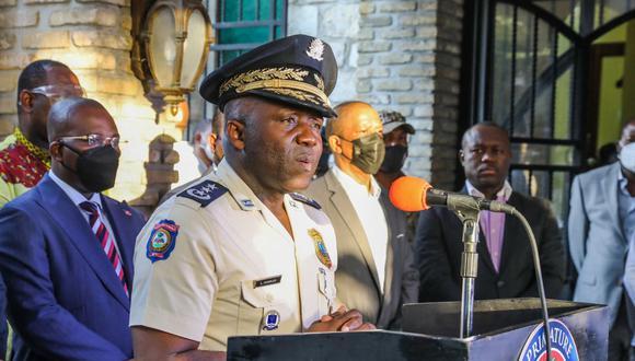 El director general de la policía de Haití, Leon Charles, habla durante una conferencia de prensa en Puerto Príncipe el 11 de julio de 2021. (Valerie Baeriswyl / AFP).