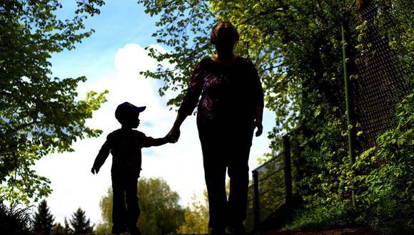 Una madre dejó a todos boquiabiertos al tomar una radical decisión en apoyo a su pequeña hija que padece de cáncer. | Foto: Referencial/Pixabay