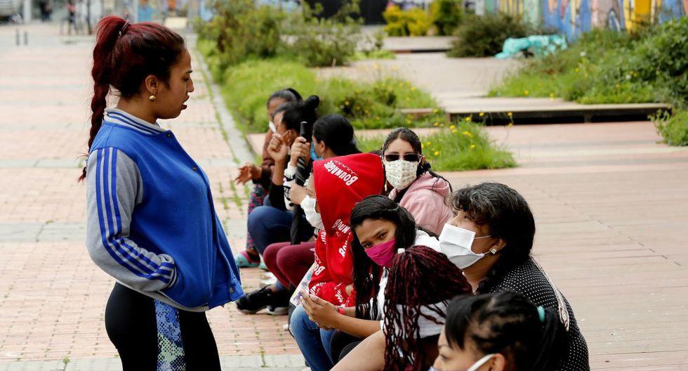 Imagen referencial de abril 2020. Integrantes del sindicato de trabajadoras sexuales de Colombia, en Bogotá. (EFE/Mauricio Dueñas Castañeda).