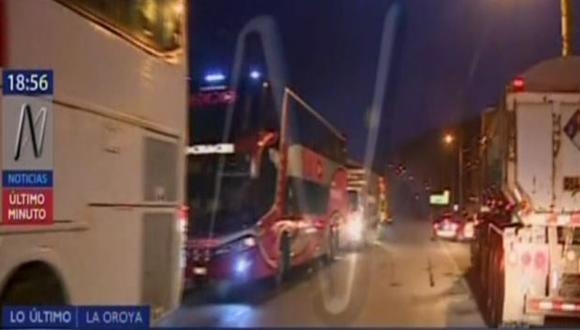 Policía Antimotines tuvo que hacer uso de bombas lacrimógenas para recuperar la habilitación de la Carretera Central. (CanalN)