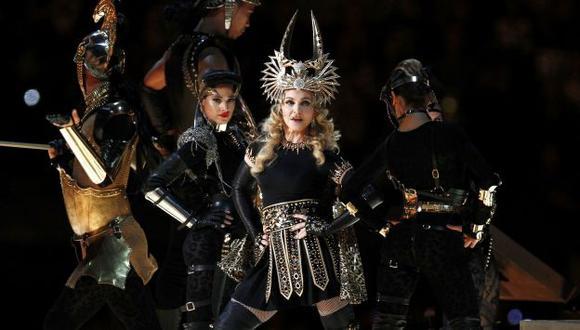 Mientras Madonna ofreció el espectáculo central, Elton John protagonizó un comercial del campeonato deportivo. (Reuters)