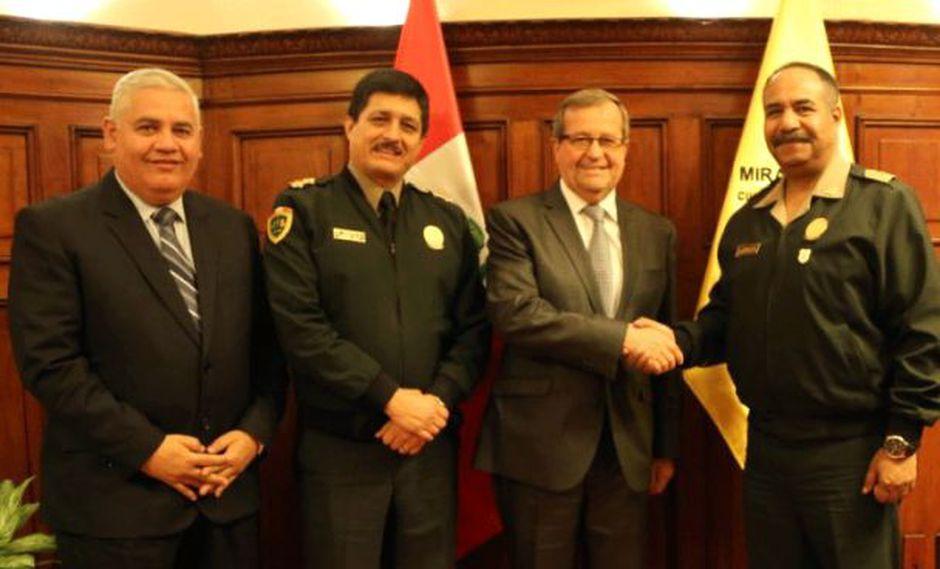 El acuerdo fue establecido entre el alcalde de Miraflores, Luis Molina, y el director de la Policía, teniente general PNP José Luis Lavalle. (Difusión)