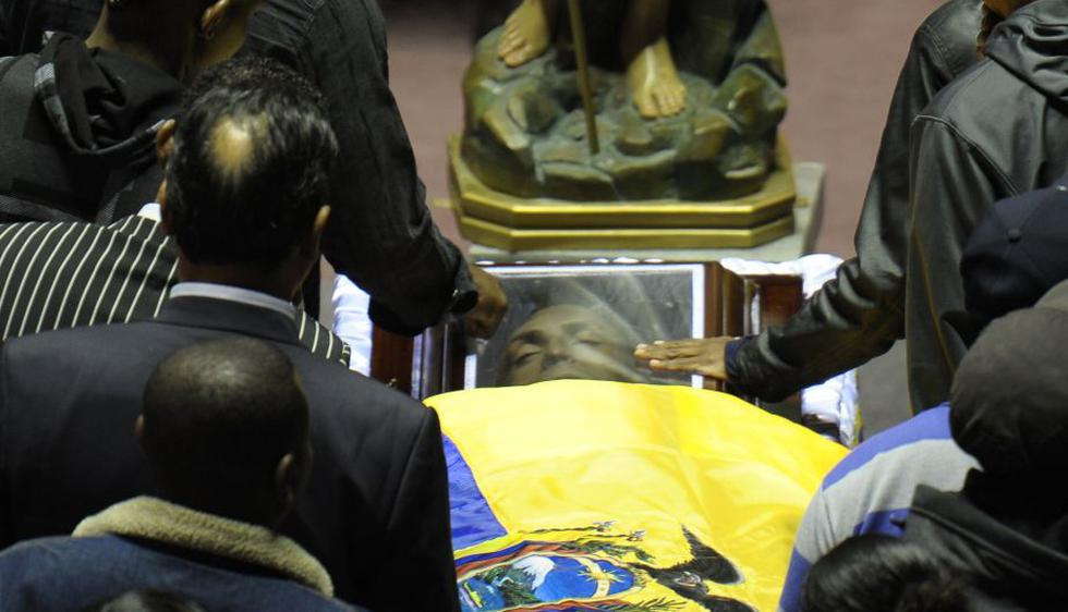 El cuerpo del delantero internacional ecuatoriano Christian Benítez, fallecido el lunes en Qatar, fue sometido hoy a una segunda autopsia a su llegada a Quito. (AFP)