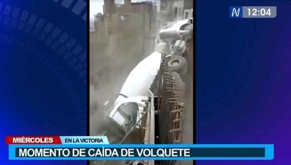Un testigo pudo grabar el momento preciso en que volquete cayó al suelo en el Cerro El Pino, en La Victoria. (Foto. Canal N)