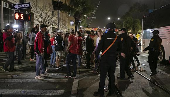 FLORIDA, USA - FEBRUARY 08: Tampa police officers arrive as Tampa Bay Buccaneers' fans celebrate their victory after winning the Super Bowl LV in Downtown, in Tampa, Florida, United States on February 08, 2021. (Photo by Eva Marie Uzcategui Trinkl/Anadolu Agency via Getty Images)