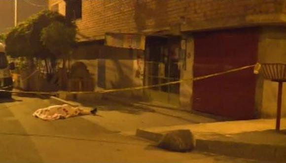 La Policía encontró doce casquillos de bala en el lugar de los hechos. (Foto: Captura/América Noticias)