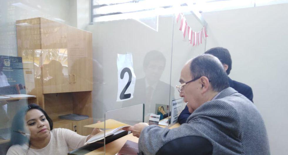 Colectivo ciudadano dejó carta en Palacio de Gobierno por adelanto de elecciones. Foto: Difusión