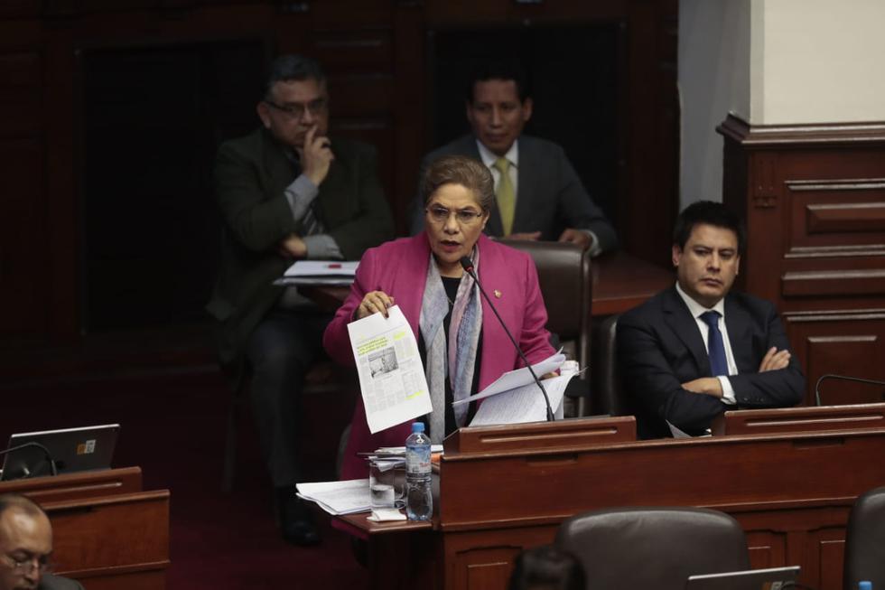 Congresista Luz Salgado fue enfática en calificar de dictadura un posible cierre del Congreso (Hugo Pérez Torrejón/GEC)