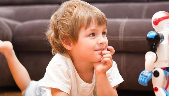 Los niños pasan buena parte de su tiempo asombrándose, tratando de dar sentido y explicar, aquello que los sorprende, señala el columnista. (Foto: Universidad de Plymouth)