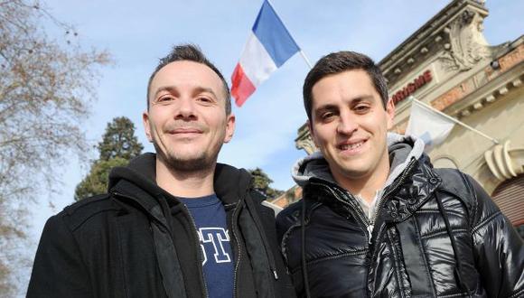 Vincent Autain (izq.) y su pareja de siete años, Bruno, serán los primeros gays en casarse. (AFP)