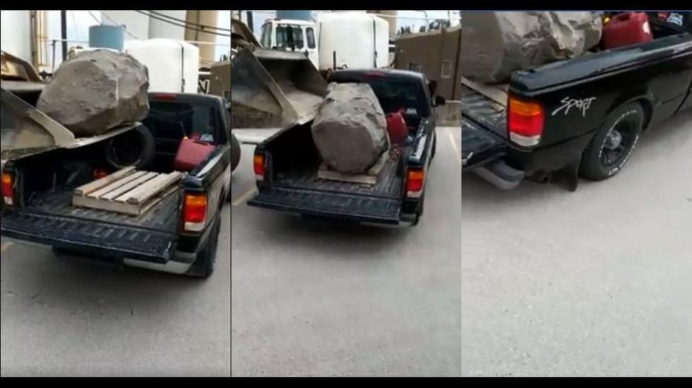 Una minicargadora puso en la tolva una inmensa piedra y la camioneta no pudo resistir el peso. El video en Facebook es viral con 19 millones de reproducciones.  (Foto: captura).