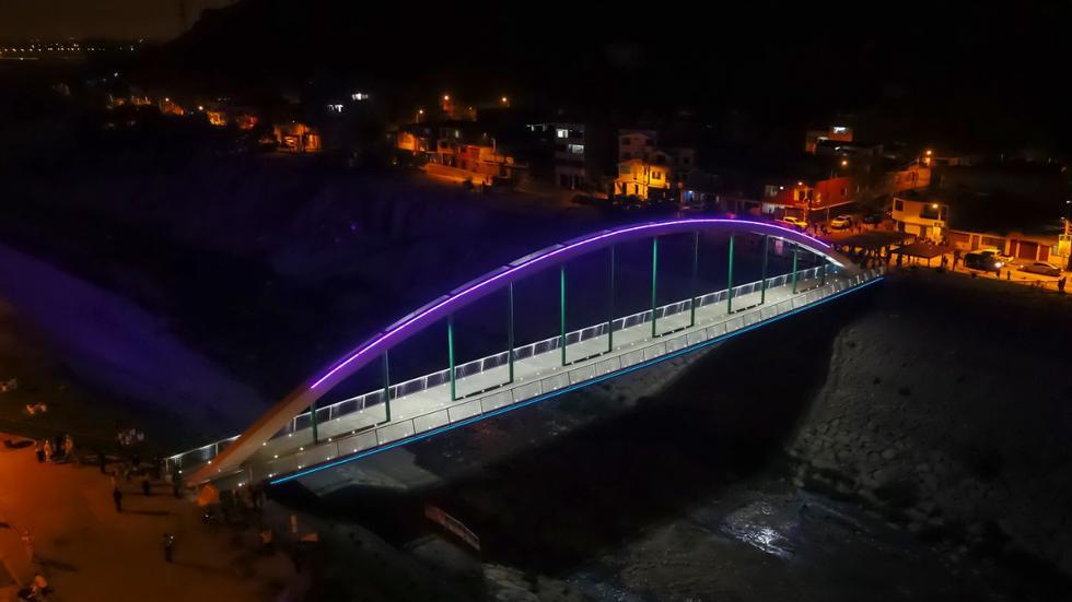 Este sábado se encendieron las luces del nuevo puente peatonal Malecón Checa infraestructura vial que une los distritos de San Juan de Lurigancho y El Agustino. (Foto: MML)