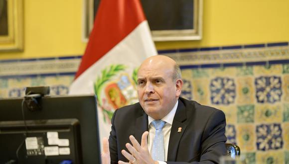 Canciller Mario López Chávarri se mostró complacido porque se estableció la representación congresal de los peruanos en el exterior. (Foto: GEC)