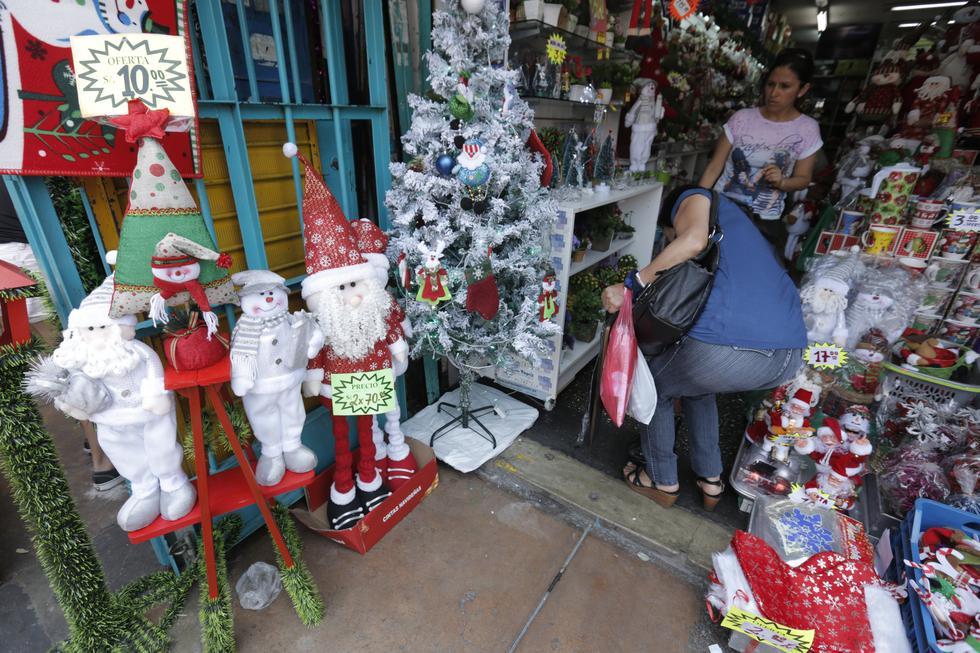 La celebración por Navidad implica, en muchas ocasiones, realizar gastos que sobrepasan los límites presupuestarios. Aquí cinco consejos para evitar fuertes deudas. (Foto: GEC)