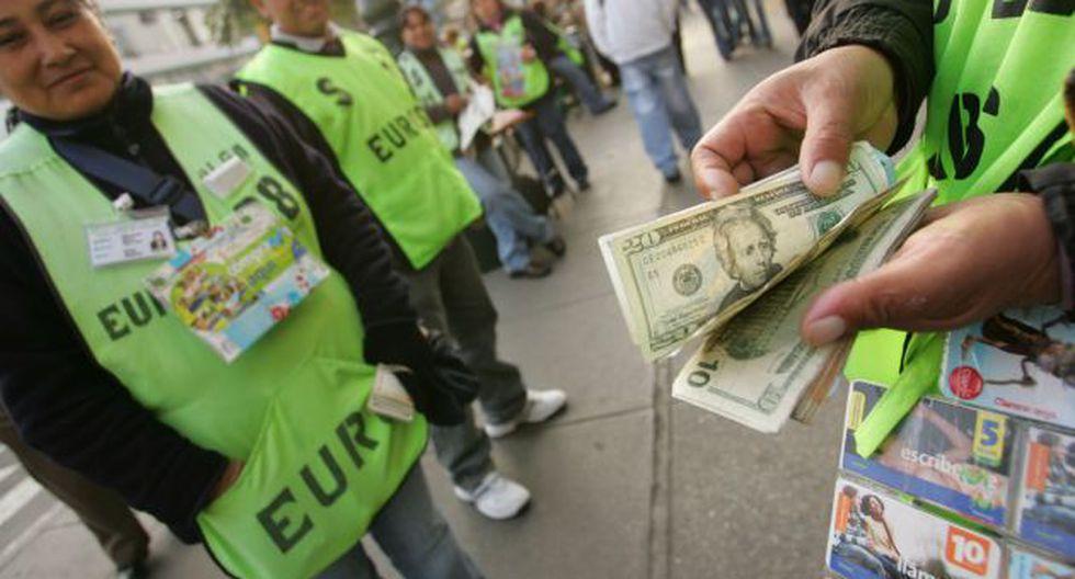 Al alza. La cotización del dólar se mantendría por encima de los S/.2.80, estiman analistas. (Fidel Carrillo)