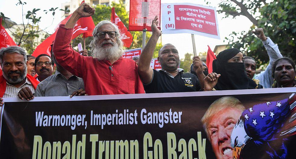 En la ciudad india de Mumbai, manifestantes salieron a las calles por la visita de Trump. (Foto: AFP)