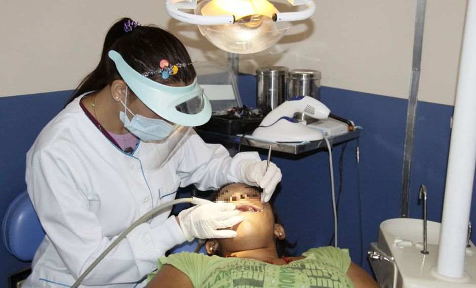 El Ministerio de Salud recomendó visitar cada seis meses al odontólogo. (GEC)