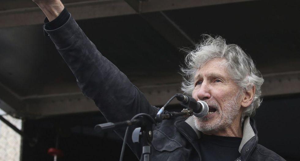 Roger Waters habla a las multitudes reunidas en la Plaza del Parlamento en Londres, protestando contra el encarcelamiento y la extradición del fundador de Wikileaks, Julian Assange. (AP).
