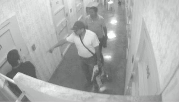 Después de hacer shopping en la calle, Antauro llegaban al penal  donde mandaba como en su casa. (Perú21)