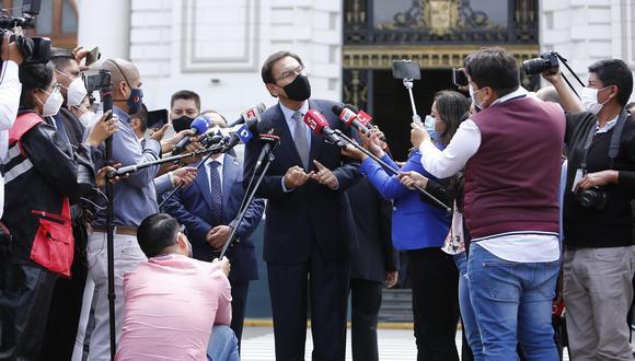 Luego de tres años empobreciendo al país, enemistando y enfrentando, hoy propone el cambio de la Constitución, dice el columnista refiriéndose al expresidente Martín Vizcarra.