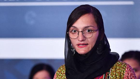 Zarifa Ghafari de Afganistán habla durante una ceremonia en Washington, DC el 4 de marzo de 2020. (Foto de MANDEL NGAN / AFP).