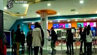 Autorizan el consumo de alimentos y bebidas en cines para vacunados con dos dosis