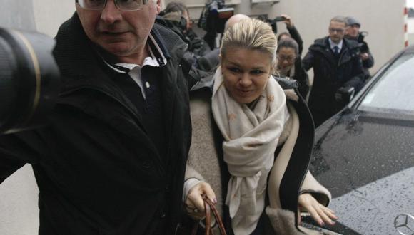 Corinna llega al hospital. (AP)