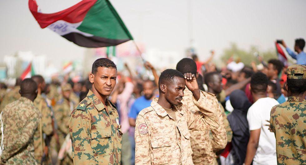 Este jueves las Fuerzas Armadas de Sudán derrocaron a Al Bashir, poniendo fin a un Gobierno de 30 años. (Foto: EFE)