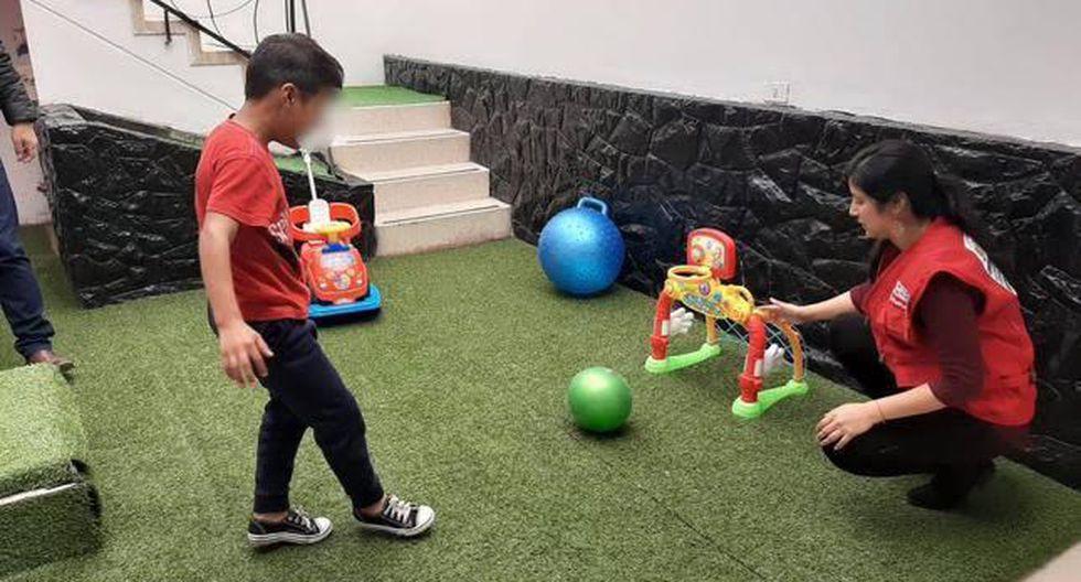 Especialistas recomendaron a madres y padres supervisar el uso que los menores le dan a la tecnología durante la cuarentena. (Foto: MIMP)