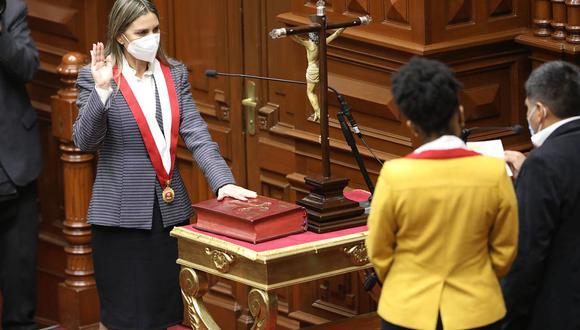 María del Carmen Alva juró como presidenta del Poder Legislativo. (Foto: Congreso):