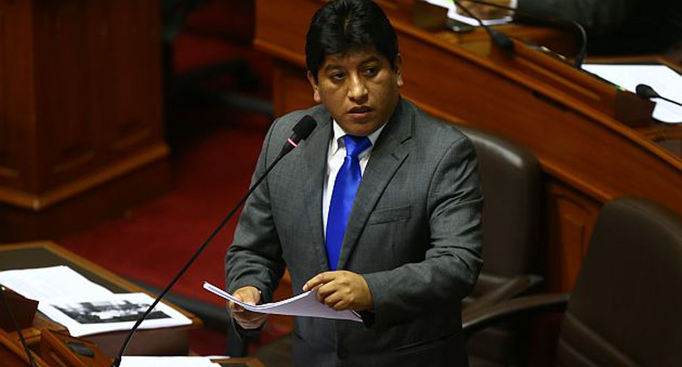 Josué Gutiérrez se defendió durante la sesión plenaria de hoy. (USI)