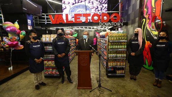 A la inauguración del minimarket Vale Todo/Down Town acudió el alcalde Miraflores, Luis Molina. (Hugo Curotto/GEC)