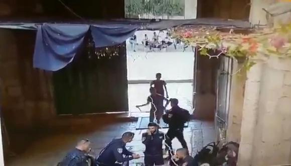 Dos jóvenes palestinos atacaron con cuchillo a policía de Israel. (Foto: Captura YouTube)