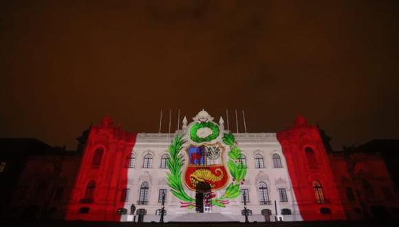 La bandera del Perú proyectada en Palacio de Gobierno. (Palacio)