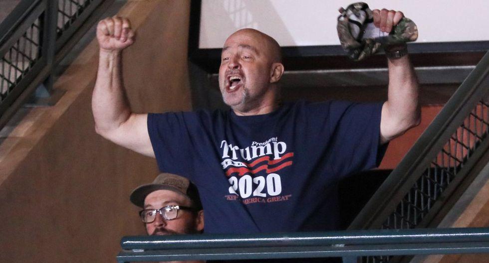 Donald Trump insulta a partidario por su peso y él le responde que lo ama. (Foto: Reuters)
