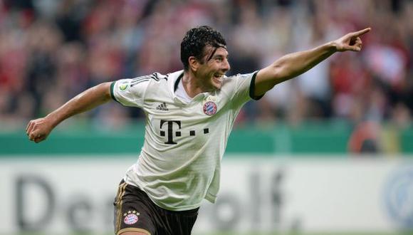 Claudio Pizarro sigue perforando redes en Alemania. (AFP)