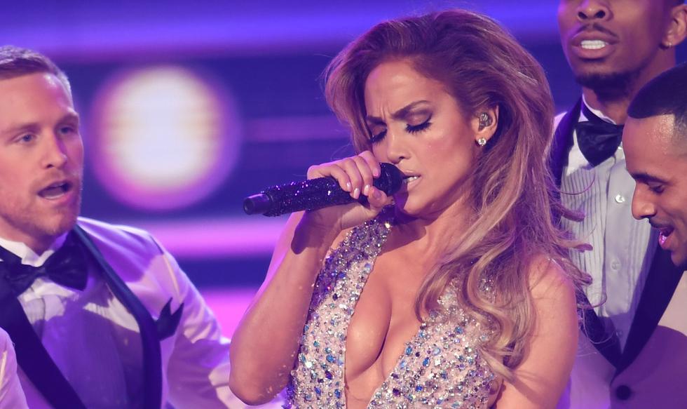 Jennifer Lopez causó sensación en Instagram al publicar video en homenaje a Elvis Presley. (Foto: AFP)