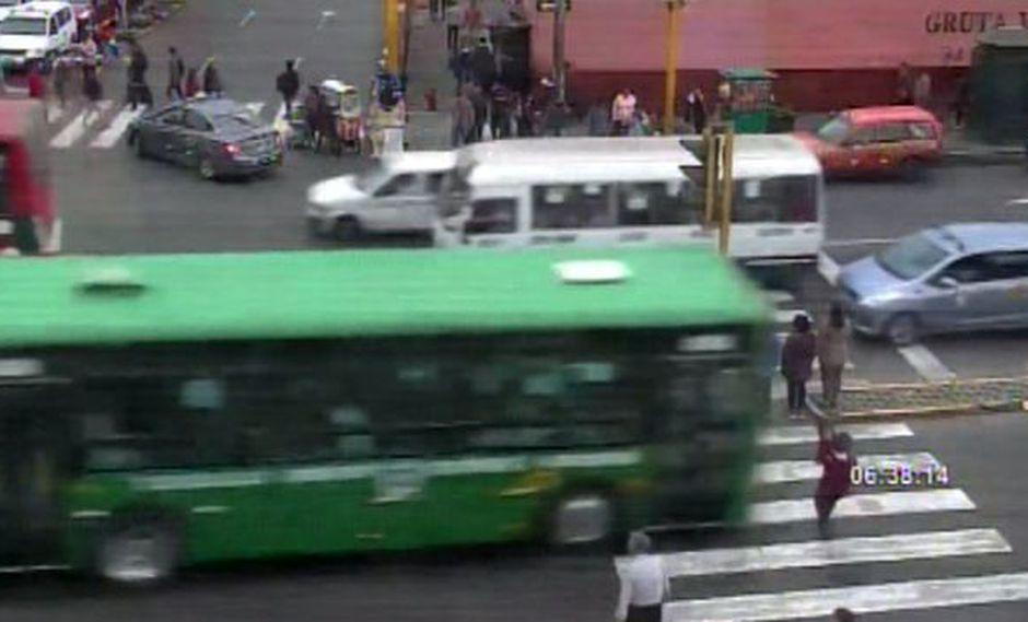 Atropello de madre e hijo en el Centro de Lima. (Foto: Captura de video / Buenos Días Perú)