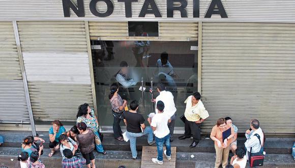 Alrededor de 700 notarios podrían volver a sus funciones solo si se aprueban los protocolos para atender en la pandemia (Andrés Cuya/GEC).