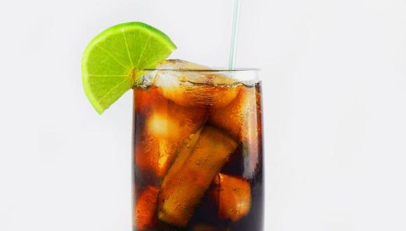El ron es uno de los licores más populares a nivel mundial y su mezcla con refresco de cola es un clásico. (Foto: Appleton Estate)
