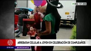 SJL: delincuentes arrebatan celular a joven durante celebración de cumpleaños