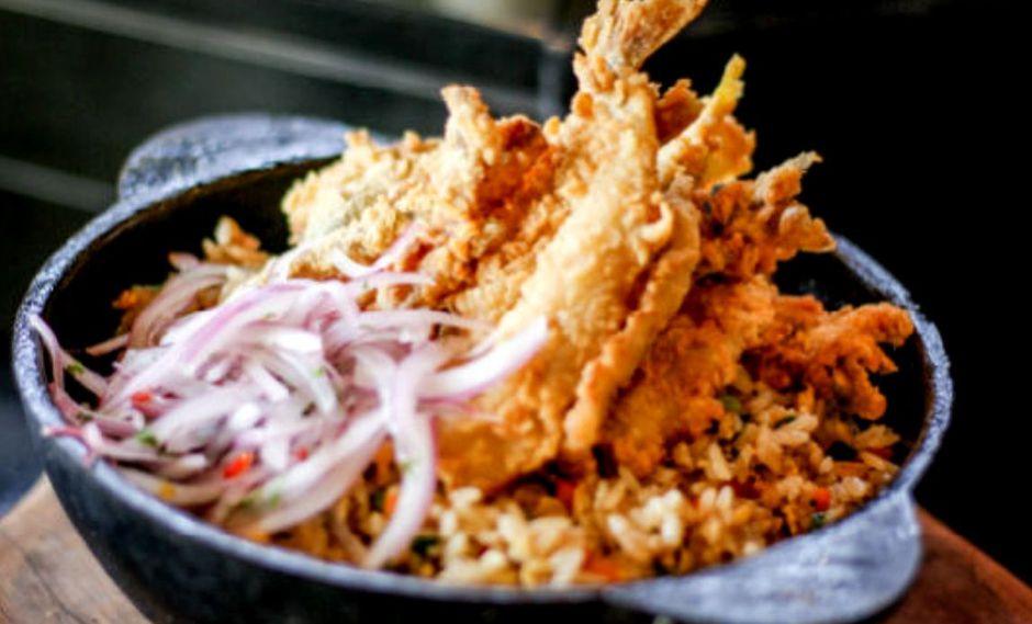 Chaufa criollo con chicharrón de pejerrey. (Foto: A comer pescado)